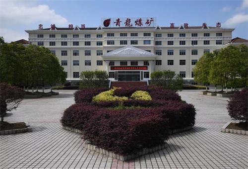 貴州黔西(xi)能(neng)源開發有限公司用巨(ju)匠大扭矩氣(qi)動架柱(zhu)式鑽機